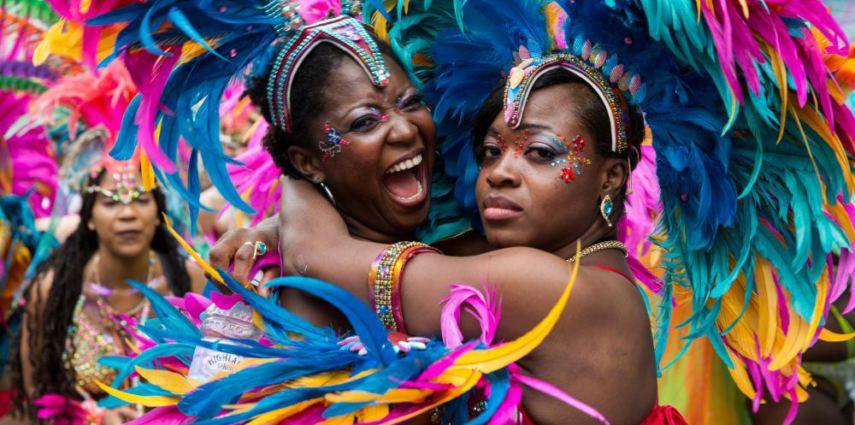 Dos participantes de la edición del Notting Hill Carnival de 2015 / The Guardian